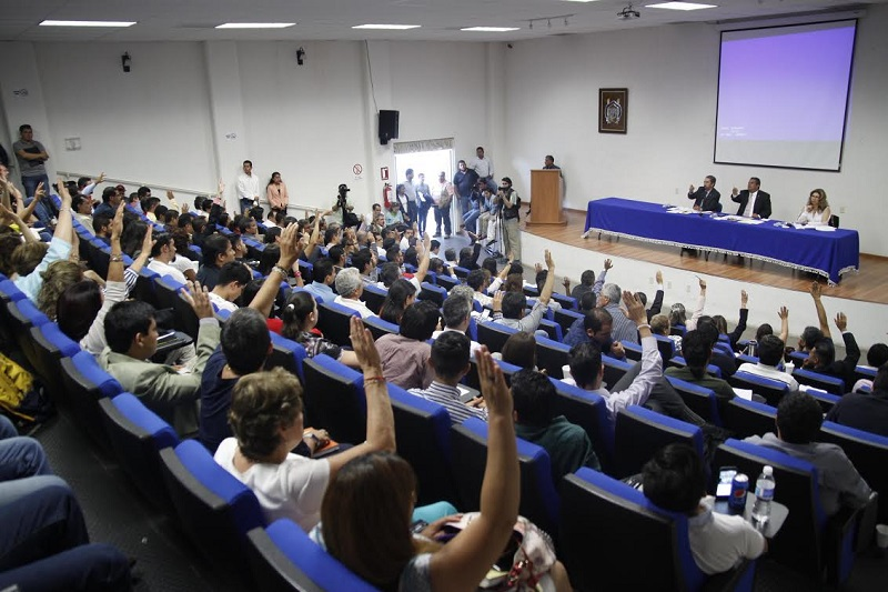 Medardo Serna desmintió ante el pleno los rumores de un posible desalojo por la fuerza de quienes tienen tomadas las instalaciones desde hace más de dos semanas