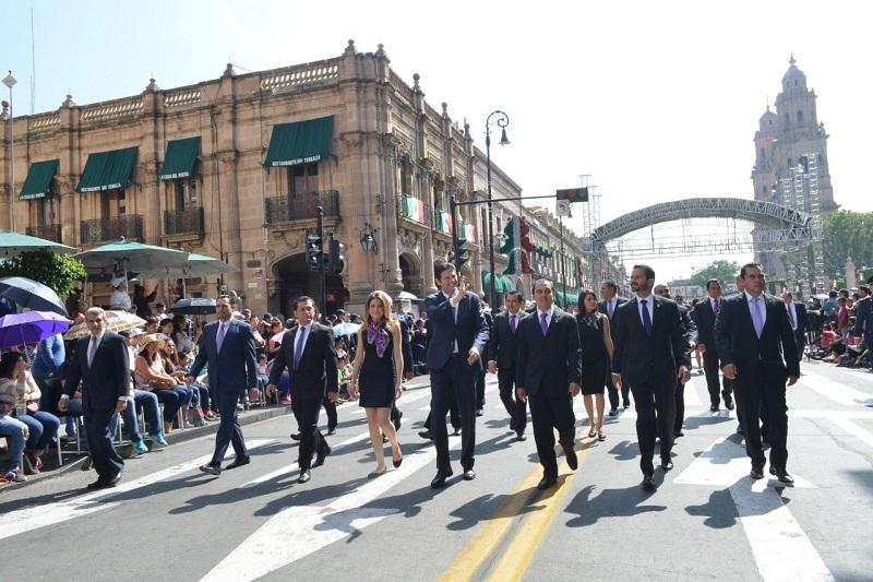 El alcalde Alfonso Martínez encabezó el contingente que recorrió la Avenida Madero