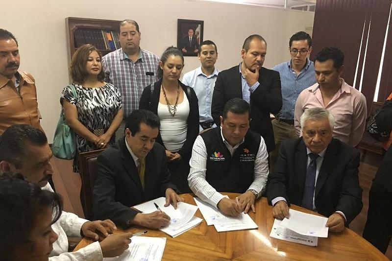 Juan Carlos Barragán, director General del ICATMI, por su parte agradeció a los trabajadores administrativos la apertura para el diálogo y la comprensión sobre la situación financiera de la Institución