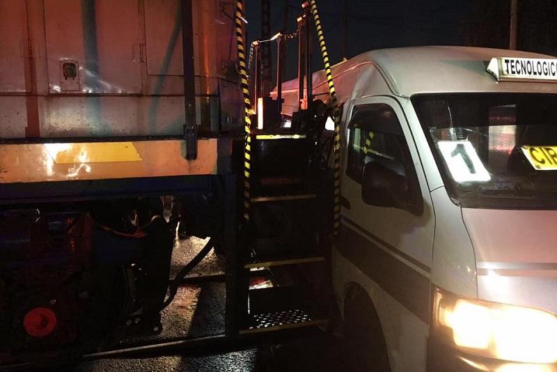 El accidente se registró a las 6:30 horas de este martes en el sur de la ciudad (FOTO: FACEBOOK IGNACIO MARTÍNEZ)
