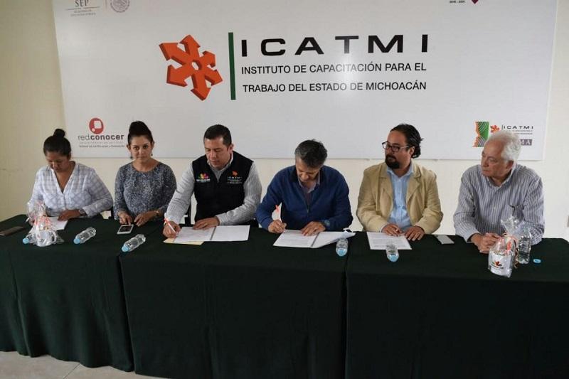 El ICATMI también transforma vidas porque enseña oficios y desarrolla habilidades para el trabajo, pues con estos conocimientos los michoacanos adquieren herramientas para la empleabilidad