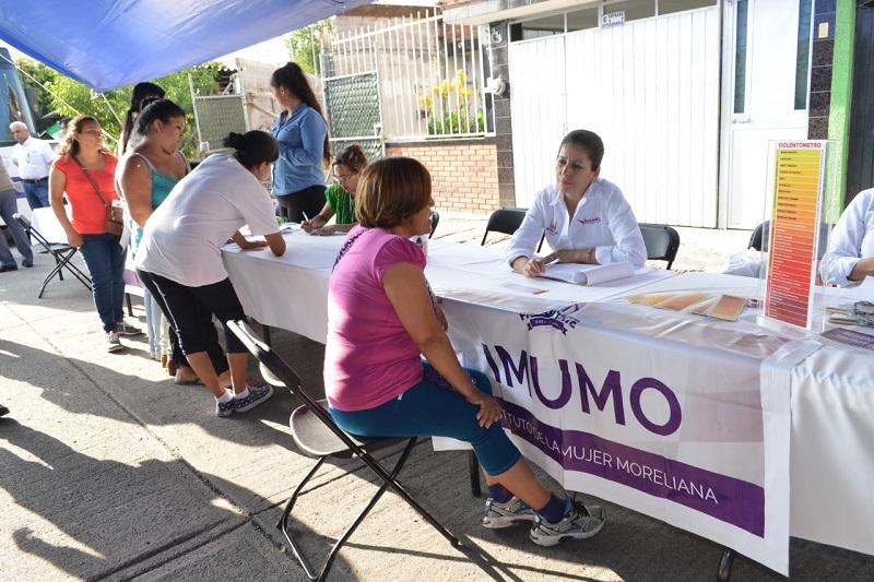La directora del IMUMO, María Eugenia Romero, detalló que esta actividad mediante la que se proyectan películas y cortometrajes, busca sensibilizar a la población en temas de Perspectiva de Género y la no violencia