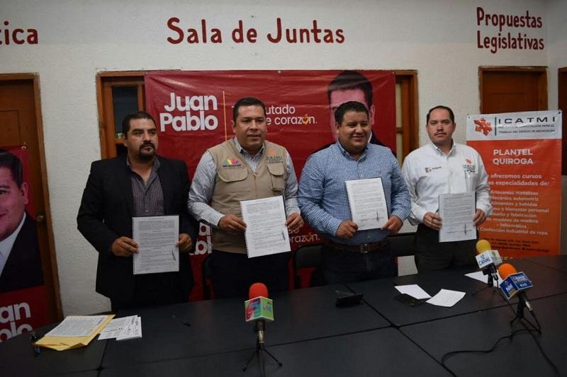 Barragán precisó que con esta acción las personas interesadas en capacitarse para el trabajo podrán hacerlo, pues los servicios que oferta el ICATMI tienen la flexibilidad de llegar a donde la población los necesite
