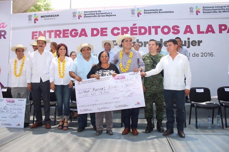 Fabiola Alanís, titular de la Seimujer, destacó que el éxito del programa tiene que ver con el cumplimiento que tienen en sus pagos las mujeres jefas de familia