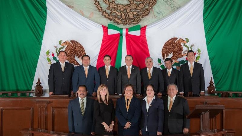 """""""No quepa duda que el Poder Legislativo es protagonista en las transformaciones que precisa nuestro estado para su desarrollo, porque hoy como siempre nuestra razón, es Michoacán"""", afirma la bancada perredista en comunicado"""
