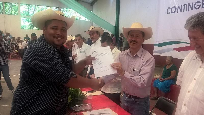 En los próximos días, campesinos de 43 municipios más que sufrieron daños en cultivos también recibirán alrededor de 20 millones de pesos, informa Tentory García