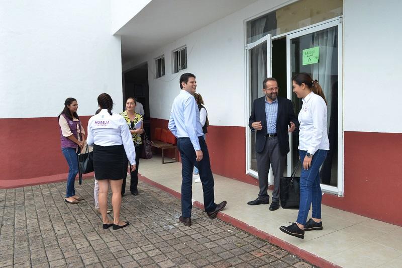 Martínez Alcázar reconoció la noble labor que realizan a favor de 272 niños y sus familias de 68 colonias del sur del municipio, por medio de apoyo económico, pedagógico, psicológico, médico y jurídico, así como con diversos talleres