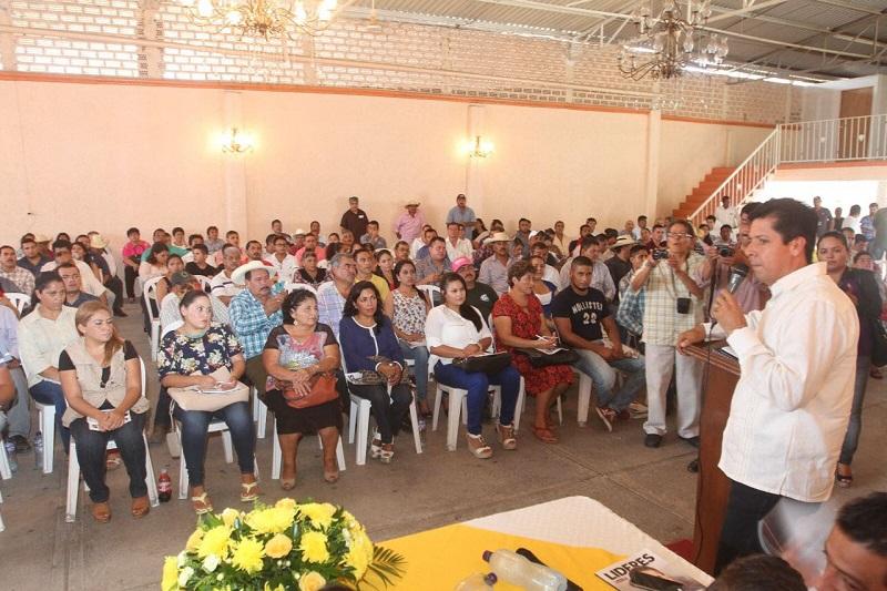 Ante cerca de 150 personas que atendieron la convocatoria de la Secretaria General, resaltó que la izquierda tiene una doble responsabilidad cuando se trata de asumir un gobierno