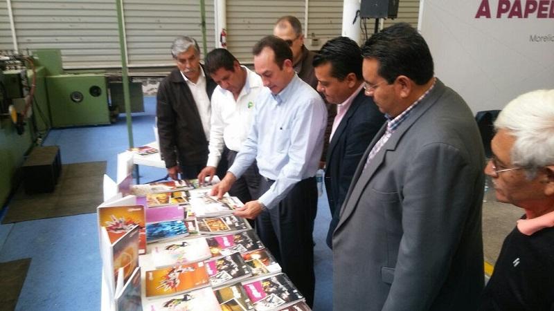 Otorgó recursos por 500 mil pesos a Papelera Vallisoletana, con lo que producirán 87 mil cuadernos