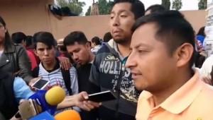 Quieren que se tome en cuenta para la evaluación el interés que tienen estos jóvenes para estudiar, porque son capaces de aguantar agresiones y de permanecer adentro de las instalaciones de la Universidad Michoacana por tanto tiempo (FOTO: UNIVERSITAS MULTIMEDIOS)