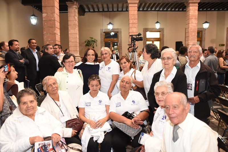 Los programas para adultos mayores no procuran inclusión económica: Villanueva Cano