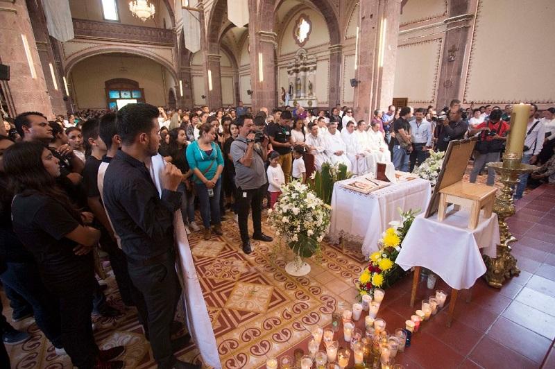 La misa fue celebrada a las 15 horas y acudieron cientos de personas, ya que era reconocida su calidad humana. Después de ser incinerado, los restos fueron trasladados a su tierra natal Panindícuaro