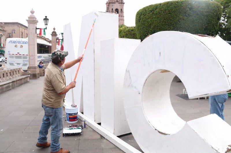 Emprende el retiro de grafiti, propaganda y colocación de pintura en fachadas planas e infraestructura urbana dañada