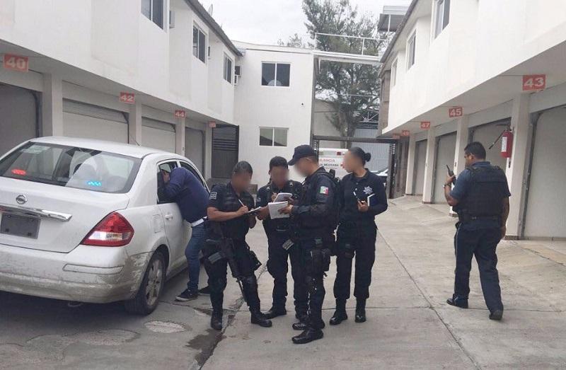 En el lugar, los elementos de la Policía Michoacán y de la Unidad Morelia aseguraron un vehículo marca Chevrolet modelo Malibú, color blanco, en el que los detenidos habían llegado al lugar