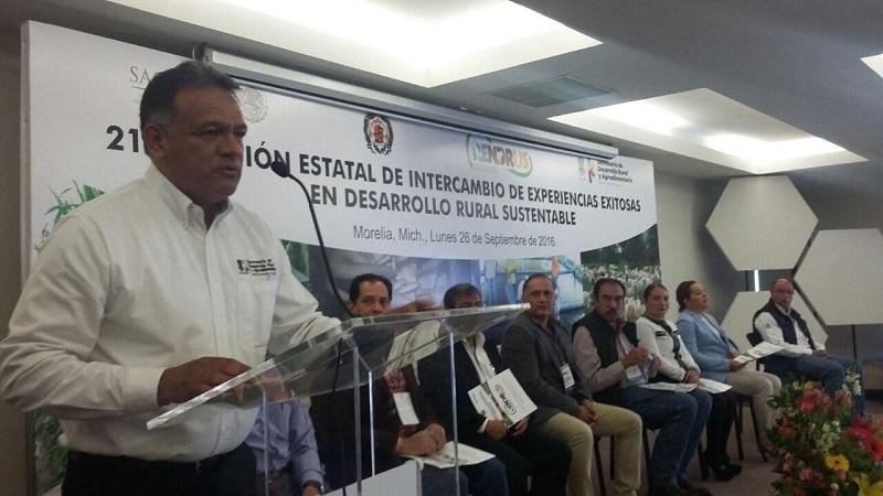 La inauguración del evento corrió a cargo del subsecretario, Carlos Torres Robledo, quien señaló que el objetivo e idea es dar a conocer los proyectos exitosos del sector rural