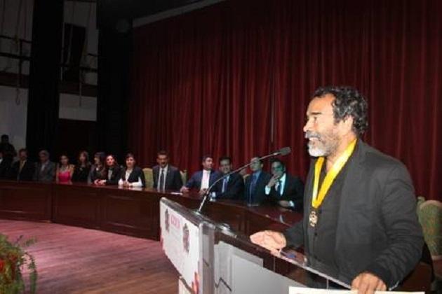 El internacional actor michoacano recibió la presea de manos del presidente municipal, Víctor Manuel Báez