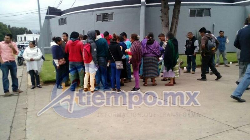 Además, dicen que ellos no tienen retenido al director de seguridad pública de Chilchota, pero que sí tienen a un policía, que no golpearon (FOTOS: MARIO REBOLLAR)