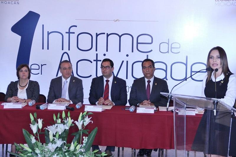 En su momento, Victo Manuel Serrato informó que durante este primer año que presidio la CEDH, se recibieron 2 mil 409 quejas, de las cuales 677 fueron para la PGJE, 454 a la SSP y 340 para la SEP