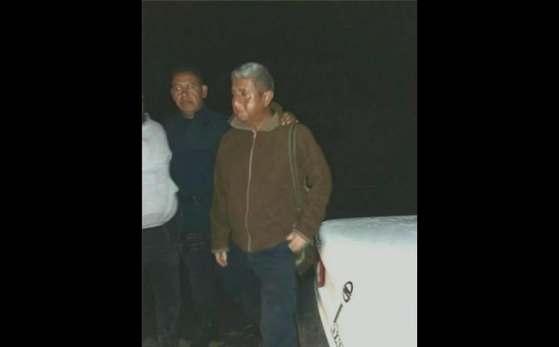 """En entrevista con la cadena Televisa, López Solís dijo que tras el diálogo con los normalistas que tenían retenido al mando policiaco, se logró """"sensibilizarlos"""", para que lo liberaran"""