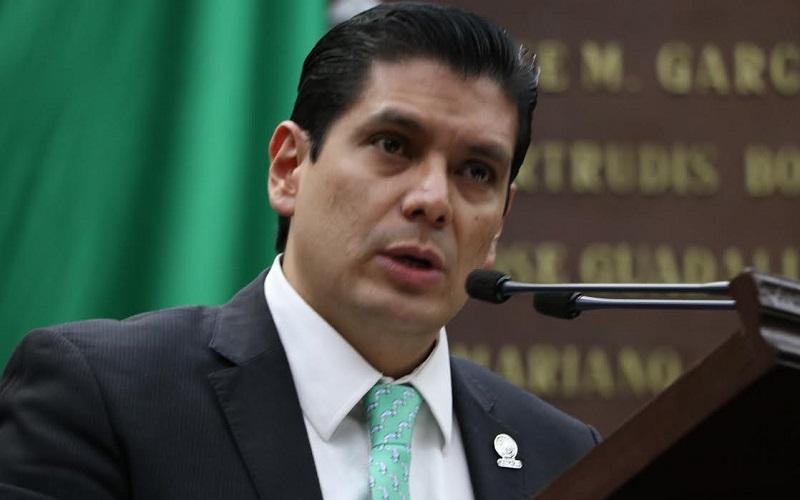 Núñez Aguilar explicó que con ello se prevé elevar a rango constitucional la mejora regulatoria e implementar una ley que permita a las autoridades tener herramientas para generar normas claras