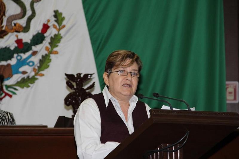 La diputada del PRI, Eloísa Berber, presentó la propuesta de punto de acuerdo que fue aprobada por el pleno del Congreso del Estado
