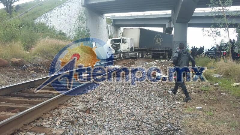 En esta ocasión, elementos de la SSP Michoacán lograron recuperar el camión, pero ya había sufrido varios daños (FOTO: FRANCISCO ALBERTO SOTOMAYOR)