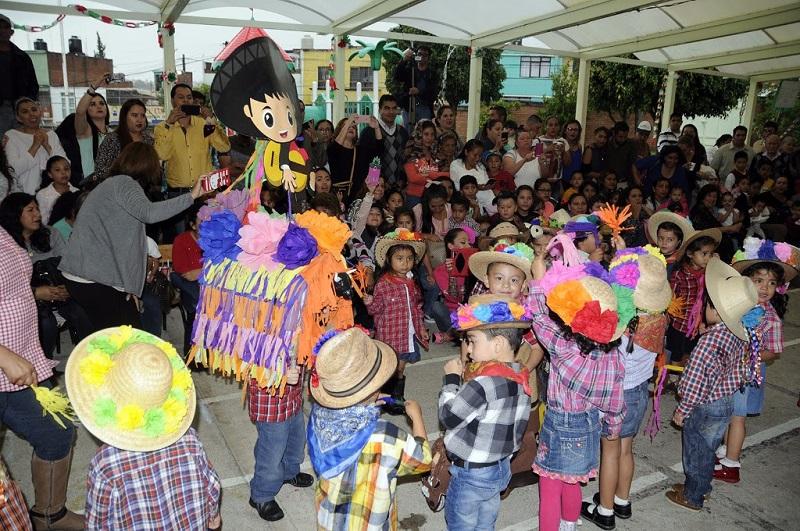 """DIF Michoacán brinda atención integral a hijos de madres trabajadoras; inauguran biblioteca """"Cocorico"""" del centro educativo"""