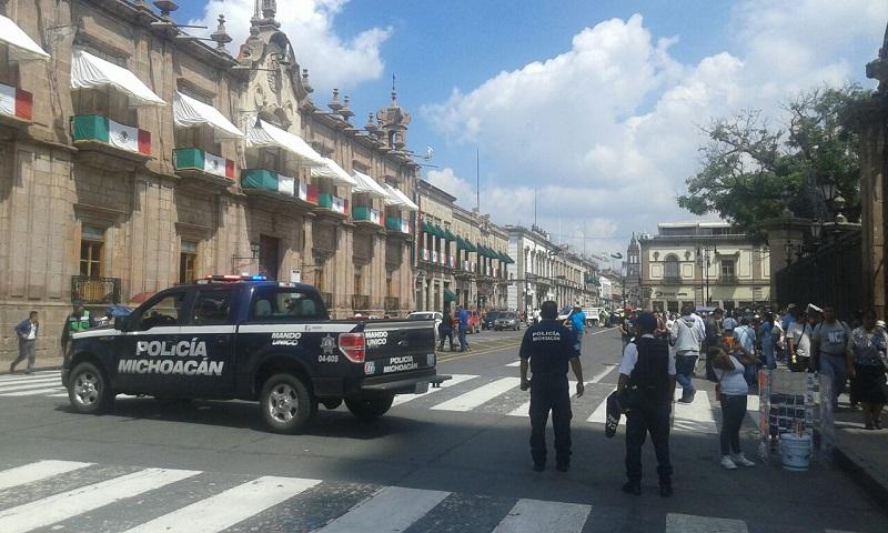 En el lugar también estuvieron manifestantes del Frente Popular Francisco Villa, quienes marcharon desde la Delegación de la SAGARPA y se retiraron casi al mismo tiempo que los maestros (FOTO: NICOLÁS CASIMIRO)