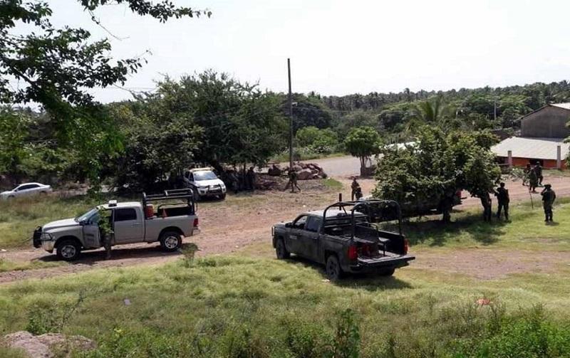 Reportes preliminares de la Policía Estatal indican que el personal militar realizaba un patrullaje en la zona cuando al internarse en la ranchería fueron atacados a balazos