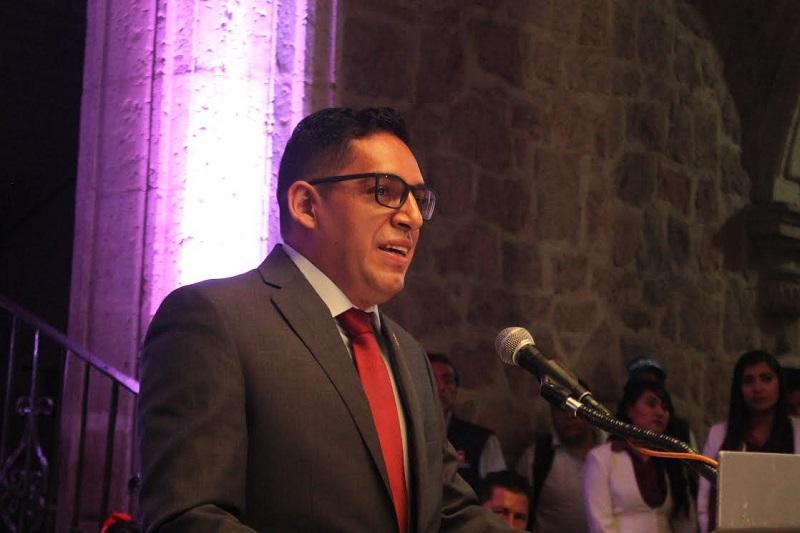 """Ruiz Ramírez externó que independientemente de las ideologías, """"nos toca fortalecer las instituciones, porque agotadas éstas, ya no hay nada más allá"""""""