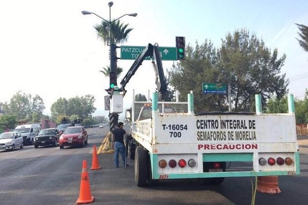 El funcionario municipal Informó que las averías fueron provocadas por las descargas eléctricas registradas durante las lluvias, las cuales dañaron el mecanismo interno de los semáforos