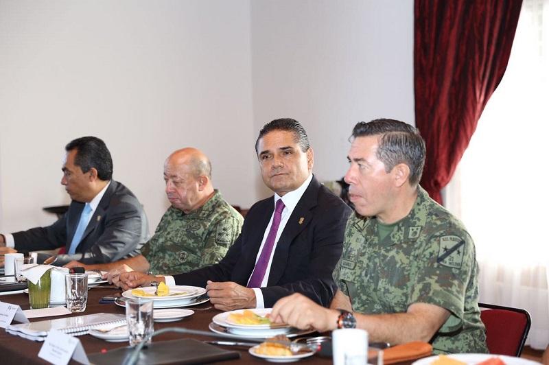 En la reunión se presentaron estrategias para combatir a los grupos delictivos que se están disputando parte del territorio estatal en algunas regiones