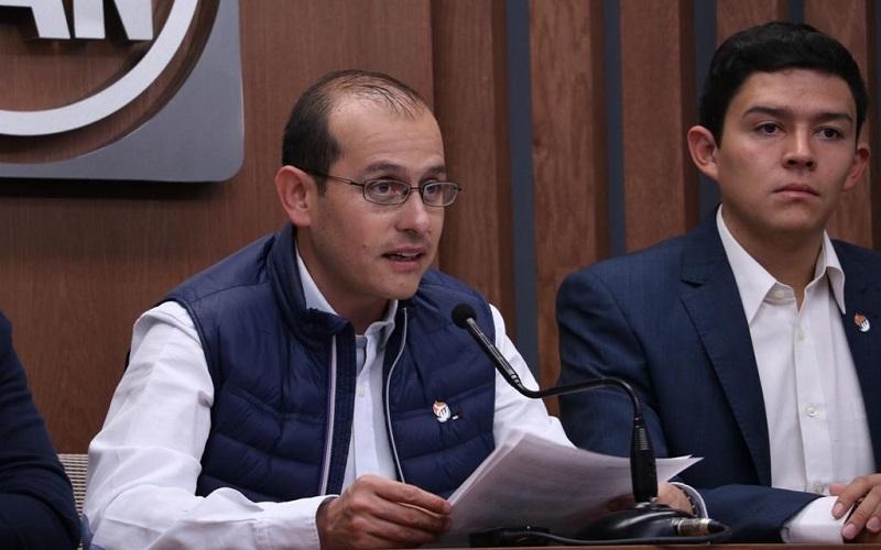 """Esta iniciativa del Ejecutivo """"es reflejo de la incongruencia y falta de honestidad con la que el gobernador se conduce"""", aseveró Hinojosa Pérez"""