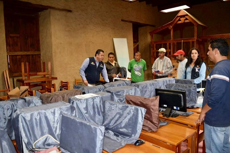 Juan Carlos Barragán intercambió puntos de vista con integrantes del Concejo Ciudadano sobre el trabajo que realiza el ICATMI, esto para que la capacitación ofertada sea pertinente a la zona y en beneficio económico de la población