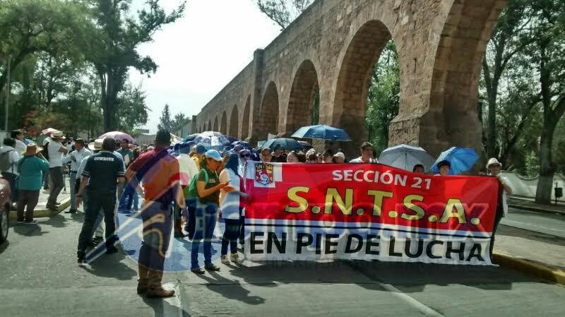 Los manifestantes exigen el pago de préstamos, seguros de vida y prestaciones que de acuerdo con ellos están pendientes (FOTO: FRANCISCO ALBERTO SOTOMAYOR)