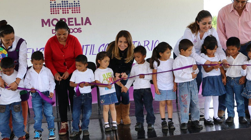Al término del evento se hizo la entrega de dos unidades de juegos infantiles para continuar con el equipamiento