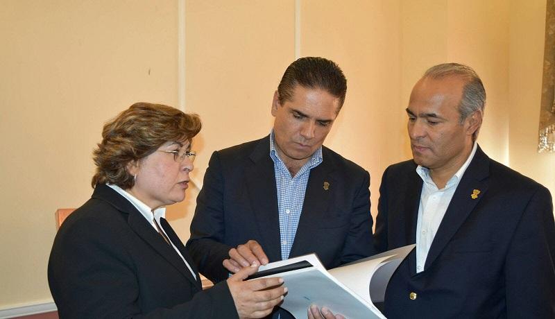 A esta gira de trabajo acompañan al mandatario estatal, el secretario del Migrante, José Luis Gutiérrez y legisladores locales