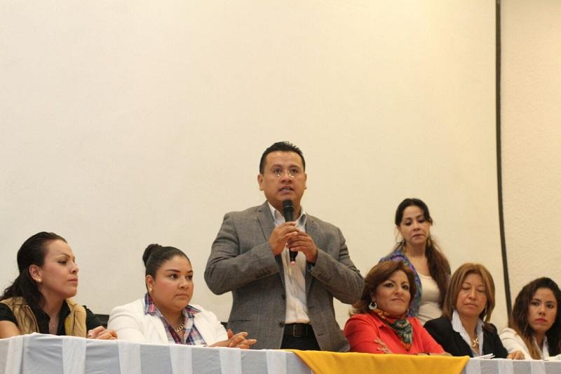 Verónica Naranjo, secretaria de Equidad de Género en el Comité Ejecutó Estatal, comentó que para las perredistas estas acciones representan una ruta muy definida para reducir la brecha de desigualdad entre hombres y mujeres