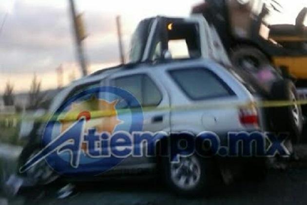 Hasta el momento no hay reporte sobre el estado de salud de los ocupantes de los tres vehículos, pero se informa que se activó la bolsa de seguridad de la camioneta (FOTOS: KARLA HERRERA)