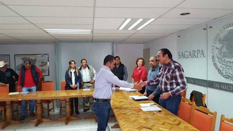 Los montos de apoyo autorizados hacienden a nueve millones 400 mil pesos, siendo una contribución federal de 4 millones 700 mil pesos, el restante es una aportación similar por parte de los productores