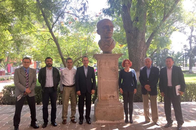 Lo anterior, durante la develación del busto del escritor michoacano Alfredo Maillerfert, evento en el que estuvo presente su nieta, Nalleli Maillefert
