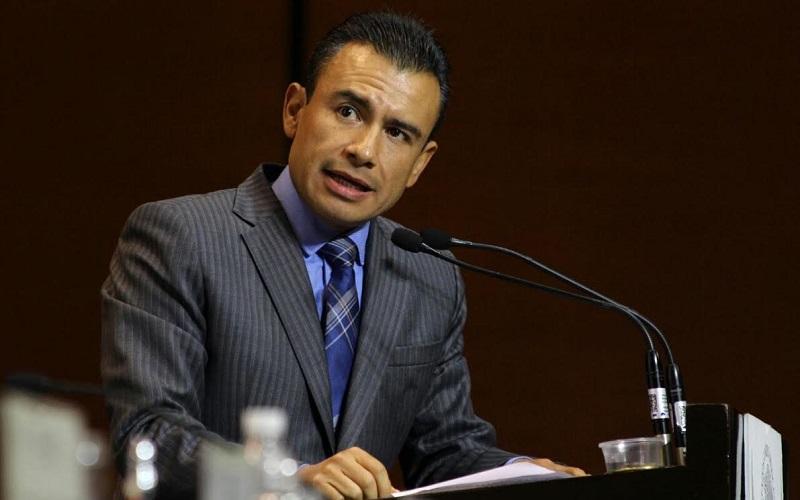 Calderón Torreblanca solicitó que el Ejecutivo federal respete la atribución exclusiva de los diputados de aprobar el presupuesto de egresos de la federación, ya que en el recorte impuesto este año no se respetaron los criterios, prioridades y proporcionalidades plasmadas por la Cámara de Diputados