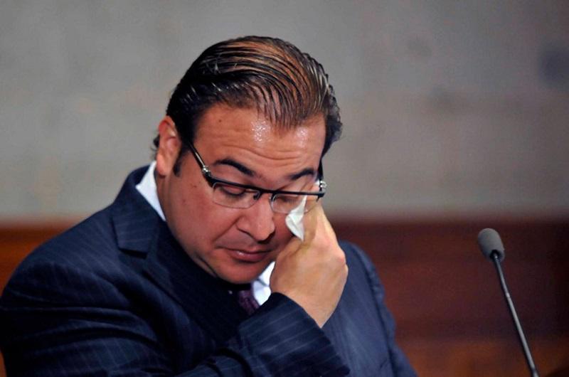 """Ante estas declaraciones, Miguel Ángel Yunes, gobernador electo para el estado de Veracruz, señaló que la decisión del actual gobernador para pedir licencia es una clara señal de """"quererse curar en salud""""."""