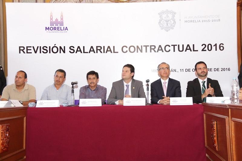 """""""Para esta administración es importante que los trabajadores tengan salario y prestaciones dignas"""": Martínez Alcázar"""