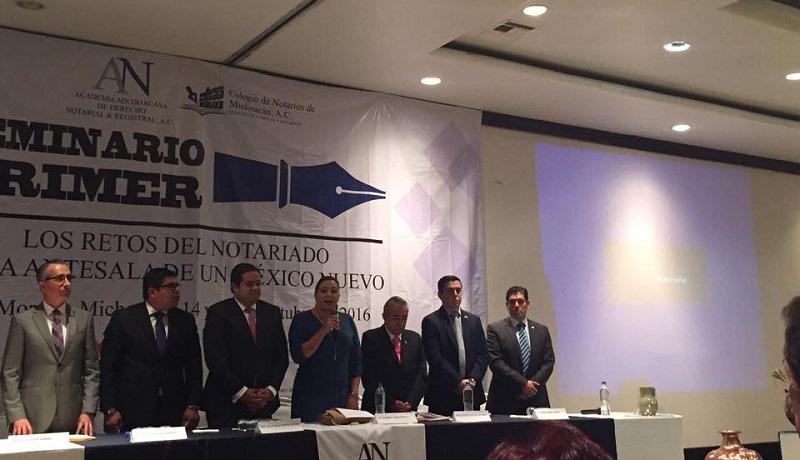 Núñez Aguilar comentó que un paso importante para ello es la realización de este seminario ya que, seguramente, se compartirán propuestas que podrán revisarse para atender los pendientes legislativos en el ejercicio notarial del estado