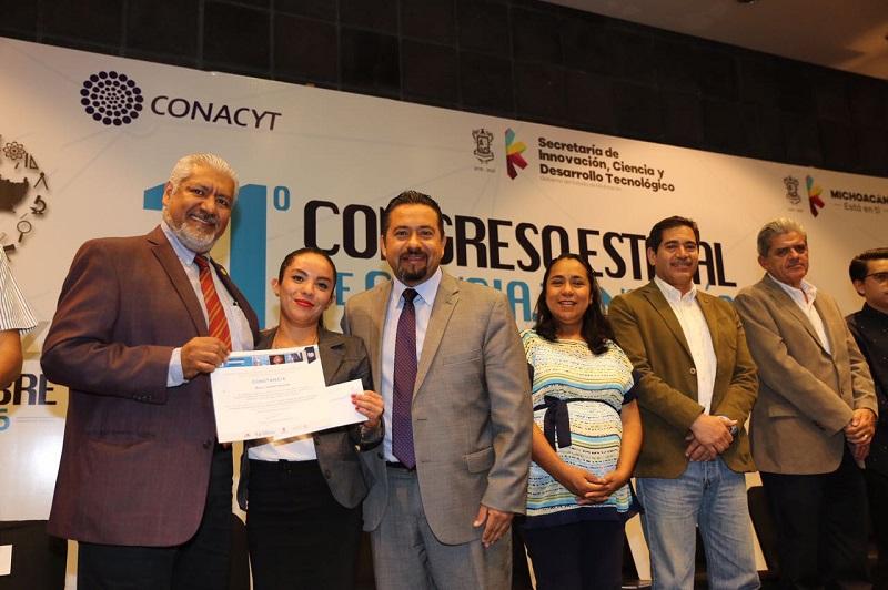 El secretario de Innovación, Ciencia y Desarrollo Tecnológico, José Luis Montañez, entregó estímulos a diez jóvenes investigadores que, a juicio del jurado, presentaron las ponencias más sobresalientes
