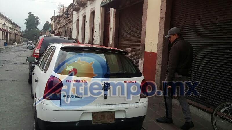 Tras una breve persecución se logró la captura de uno de los asaltantes y el aseguramiento del taxi en el que se desplazaban, sin embargo, dos de los delincuentes alcanzaron a huir corriendo (FOTOS: FRANCISCO ALBERTO SOTOMAYOR)