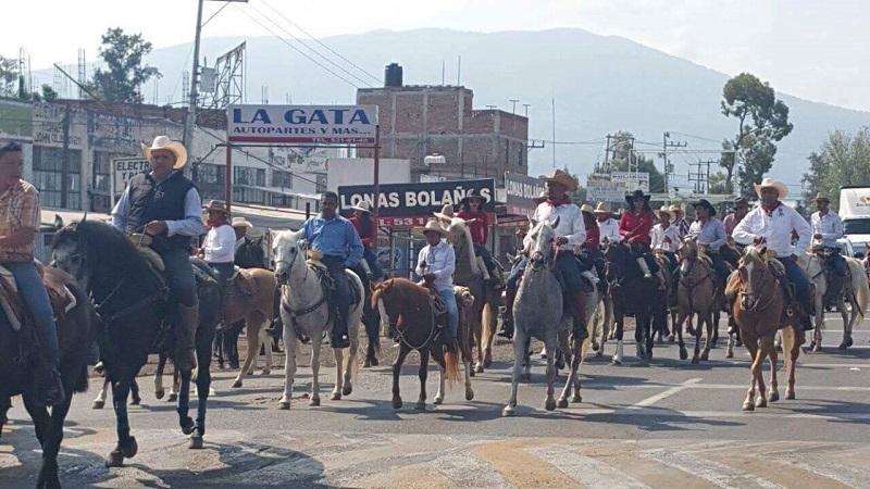 No sólo los sahuayenses viveron la fiesta, sino que se sumaron miles de hombres y mujeres de municipios vecinos, como Zamora, Jacona, Los Reyes, Cotija, Cojumatlán, Jiquilpan y Sahuayo, así como de los estados de Colima, Guanajuato y Jalisco (FOTOS: JOSÉ FRANCO ARTEAGA GARIBAY)
