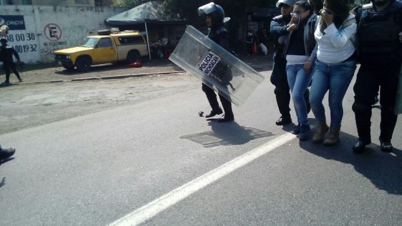 El subsecretario de Seguridad Pública, Carlos Gómez Arrieta, advirtió que se actuará conforme a la ley y se consignará a los vándalos que están cometiendo diversos delitos (FOTOS: MARIO REBOLLAR)