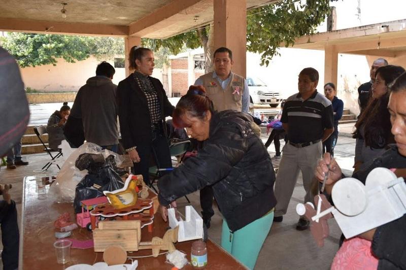 El director general asistió a la charla de prevención e información sobre el Cáncer de Mama, que el Plantel Quiroga organizó para las capacitandas y trabajadoras con la finalidad de promover la salud entre las mujeres que asisten al ICATMI